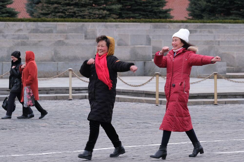 Turystki na Placu Czerwonym w Moskwie