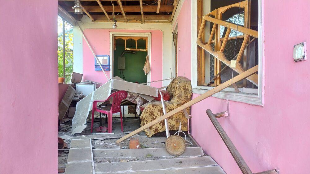 Budynek mieszkalny zniszczony przez ostrzał w regionie Terter w Azerbejdżanie