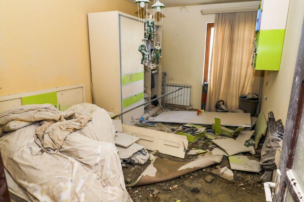Mieszkanie zniszczone po ostrzale w Stepanakert, Republika Górskiego Karabachu