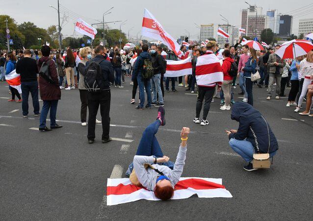 Uczestnicy nielegalnego protestu opozycji w Mińsku