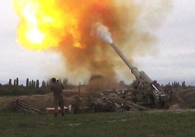 Siły Zbrojne Azerbejdżanu atakują jednostkami artyleryjskimi Siły Zbrojne Armenii w Górskim Karabachu