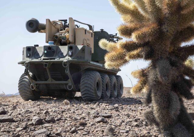 Testy robota Origin podczas ćwiczeń na poligonie Yuma w Arizonie