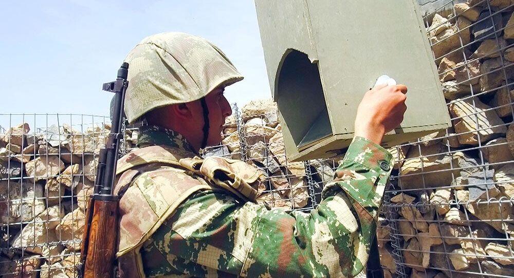 Żołnierz z Azerbejdżanu na pozycjach bojowych.