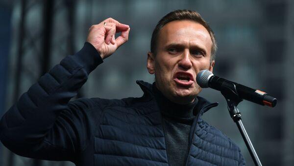 Polityk Aleksiej Nawalny przemawia na wiecu - Sputnik Polska