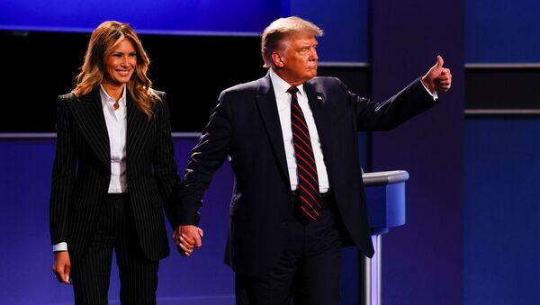 Prezydent USA Donald Trump z żoną Melanią po zakończeniu pierwszej debaty z kandydatem na prezydenta USA Joe Bidenem - Sputnik Polska