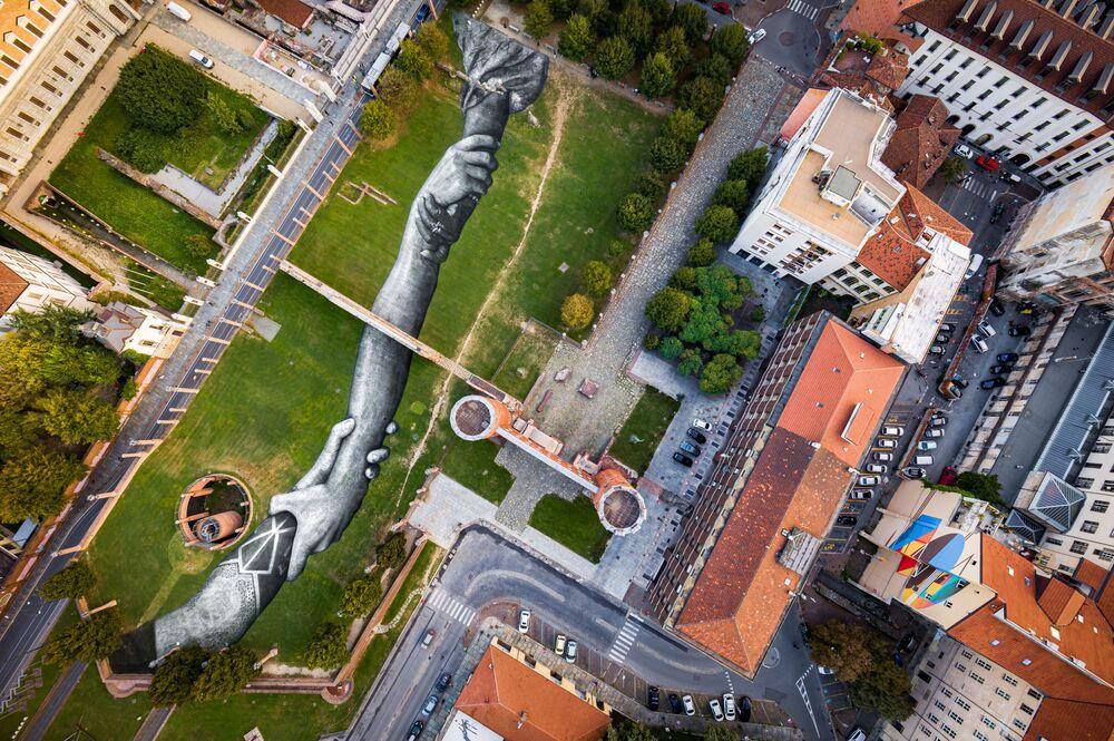"Land art ""Beyond Walls""  w Turynie"