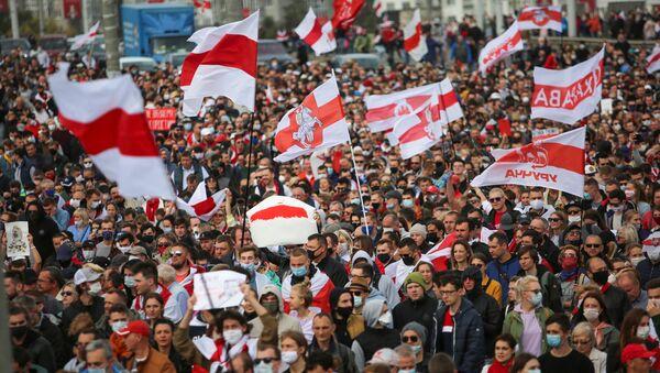 Protestujący w Mińsku, Białoruś - Sputnik Polska