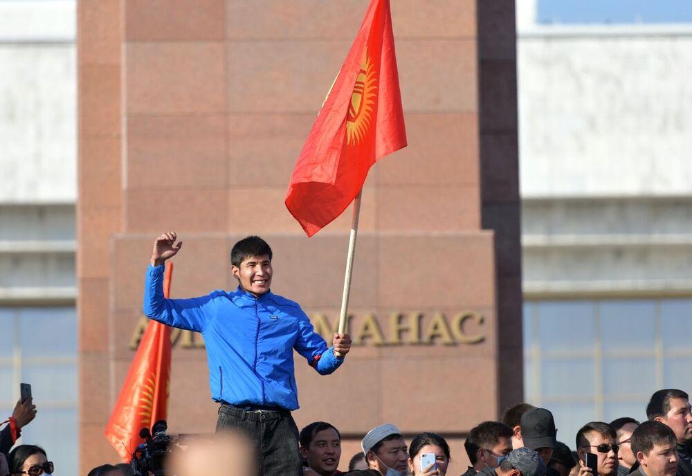 Protesty przeciwko wynikom wyborów w Kirgistanie