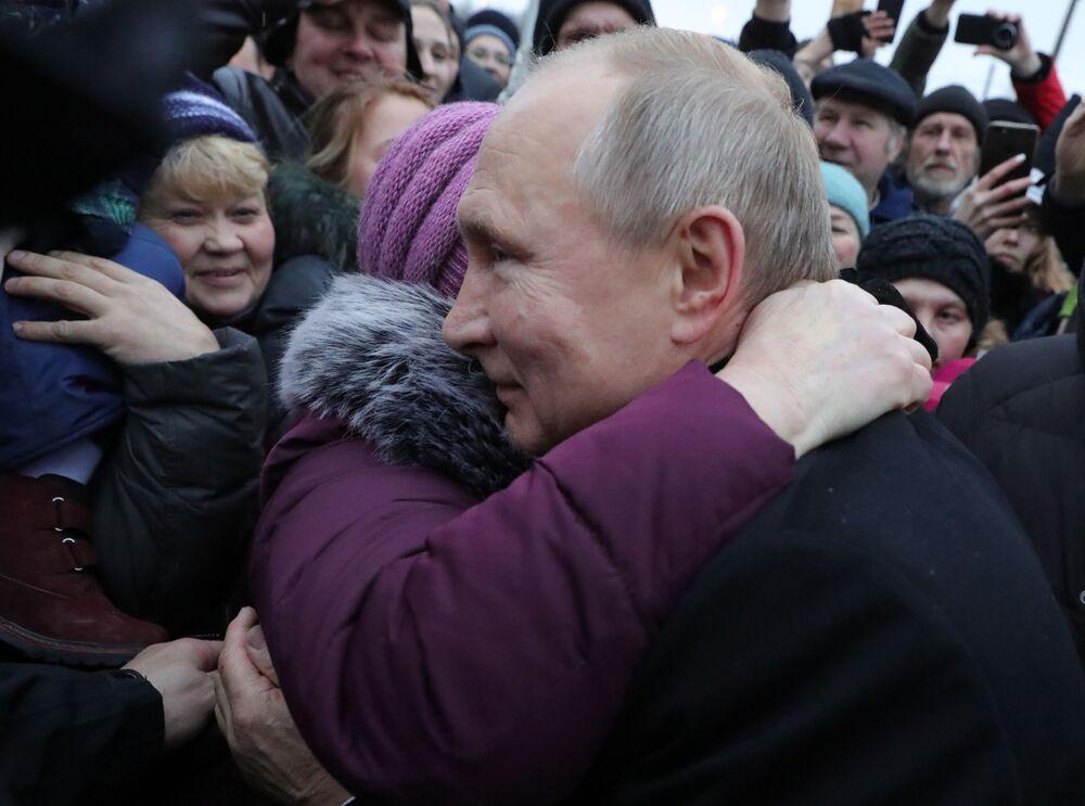 Władimir Putin podczas spotkania z mieszkańcami Petersburga