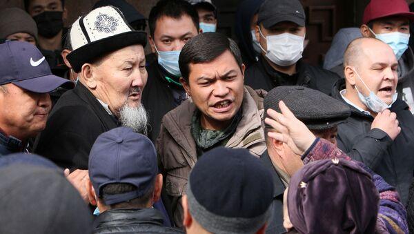 Wiec zwolenników premiera powołanego przez kirgiski parlament Sadyra Żaparowa w Biszkeku - Sputnik Polska