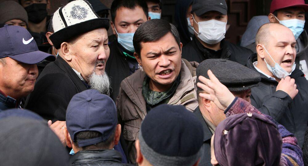 Wiec zwolenników premiera powołanego przez kirgiski parlament Sadyra Żaparowa w Biszkeku