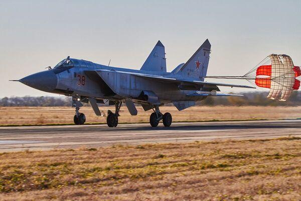 Ćwiczenia załogi MiG-31 w obwodzie woroneskim - Sputnik Polska