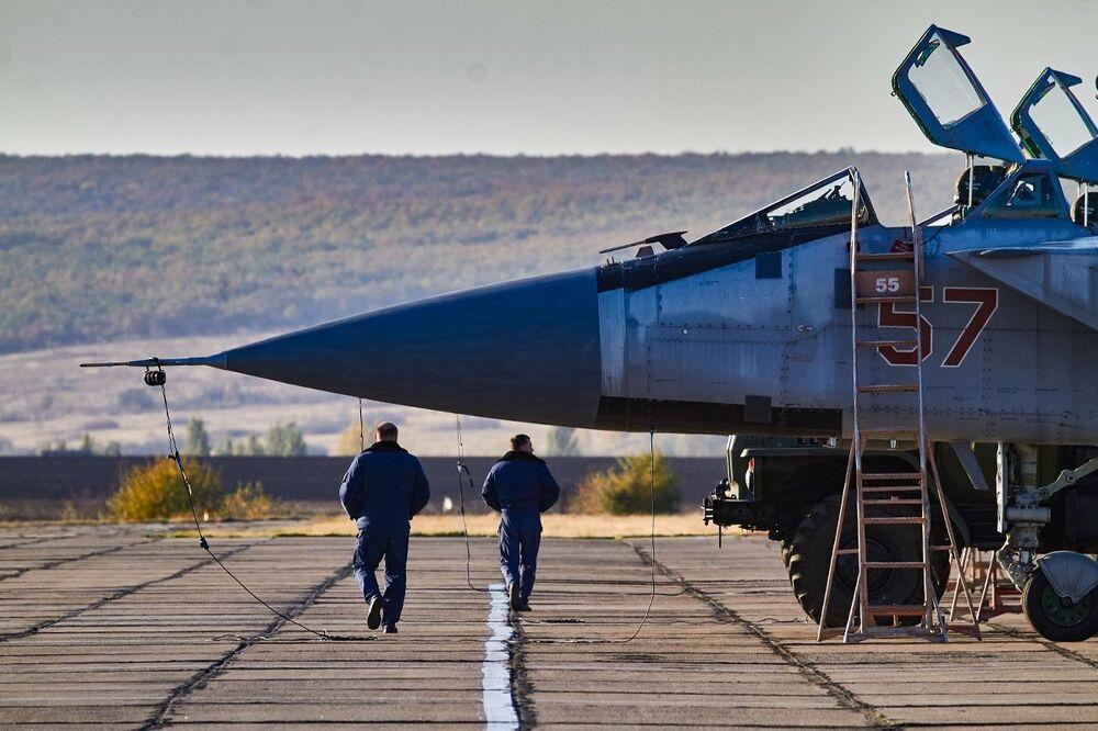 Ćwiczenia załogi MiG-31 w obwodzie woroneskim