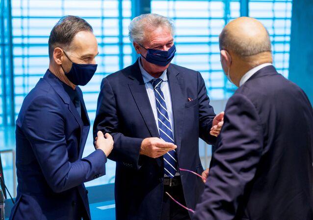 Minister spraw zagranicznych Niemiec Heiko Maas, minister spraw zagranicznych Luksemburga Jean Asselborn i minister spraw zagranicznych Francji Jean-Yves Le Drian na spotkaniu ministrów spraw zagranicznych UE