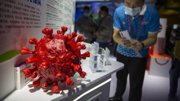 Model koronawirusa, zaprezentowany przez chińską firmę farmaceutyczną Sinopharm  - Sputnik Polska