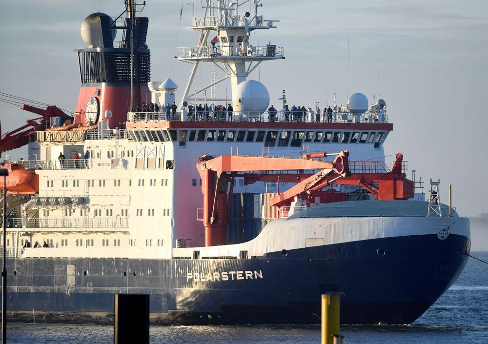 Przybycie lodołamacza Polarstern do portu Bremerhaven w Niemczech