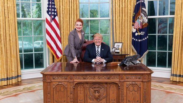 Ambasador USA w Polsce Georgette Mosbacher z prezydentem Donaldem Trumpem w Białym Domu - Sputnik Polska