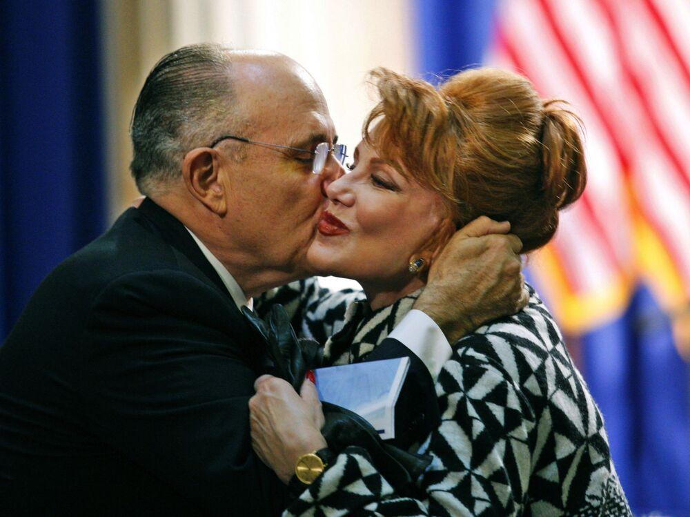 Były Burmistrz Nowego Jorku Rudolph Giuliani i Georgette Mosbacher w Nowym Jorku, 2008 rok
