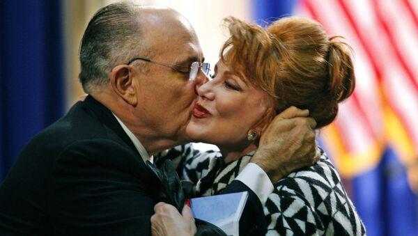 Były Burmistrz Nowego Jorku Rudolph Giuliani i Georgette Mosbacher w Nowym Jorku, 2008 rok - Sputnik Polska