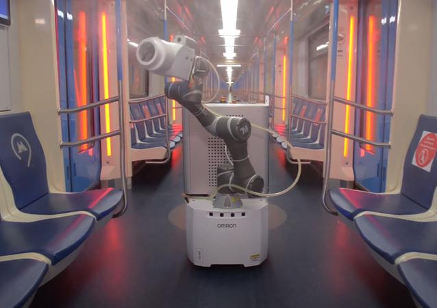 Robot dezynfekujący Gardy Metrobot rosyjskiej firmy Quantum Systems