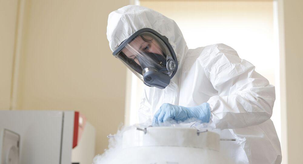 Produkcja szczepionki Sputnik V w Instytucie Epidemiologii i Mikrobiologii im. Gamalei