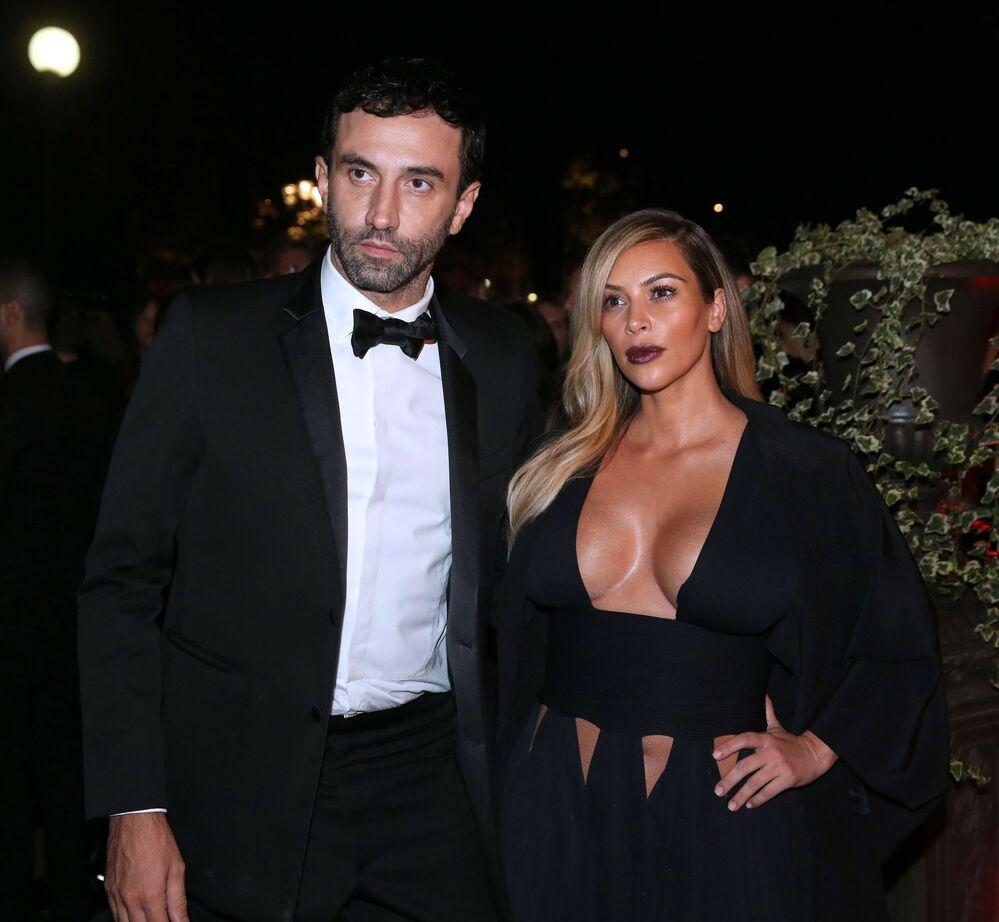 Włoski projektant Riccardo Tisci i amerykańska gwiazda telewizyjna Kim Kardashian na imprezie w Paryżu we Francji