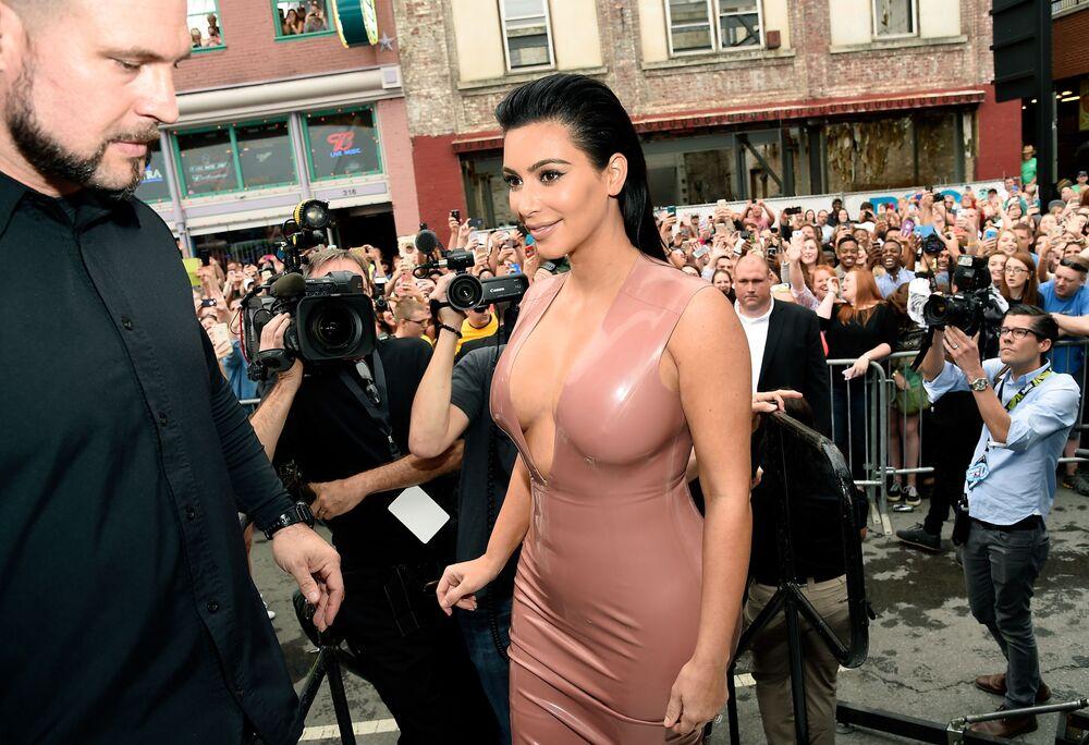 Gwiazda telewizyjna Kim Kardashian na prezentacji Hype Energy Drinks w Nashville w USA, 2015 rok