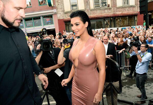 Gwiazda telewizyjna Kim Kardashian na prezentacji Hype Energy Drinks w Nashville w USA, 2015 rok  - Sputnik Polska