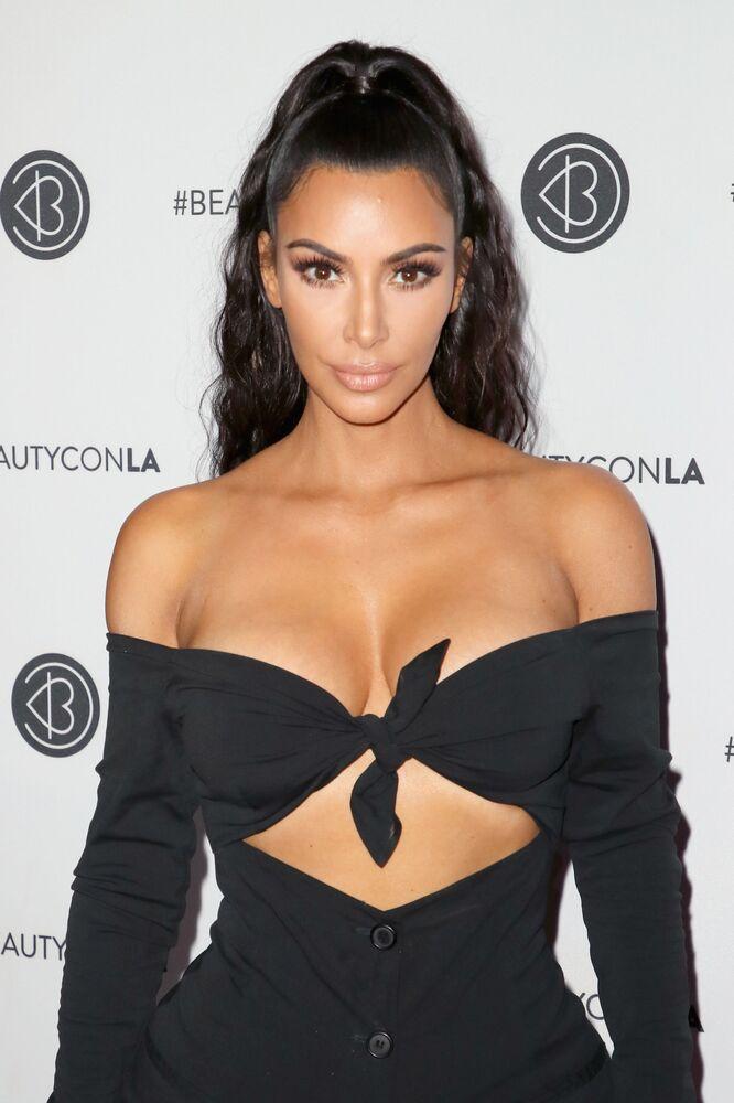 Gwiazda telewizyjna Kim Kardashian na festiwalu Beautycon-2018 w Los Angeles w USA