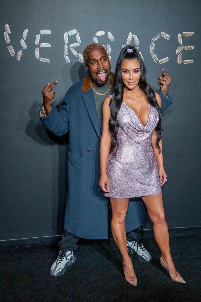 Raper Kanye West z żoną Kim Kardashian na pokazie mody Versace Fall 2019 w Nowym Jorku, USA
