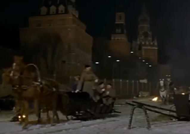 """""""A ja idę, kroczę po Moskwie"""" Nikita Michałkow obchodzi swój jubileusz"""