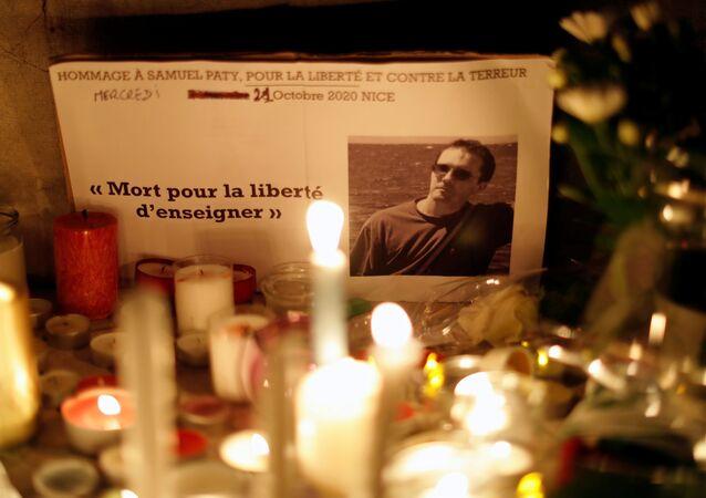 Zabójstwo nauczyciela historii Samuela Paty pod Paryżem.