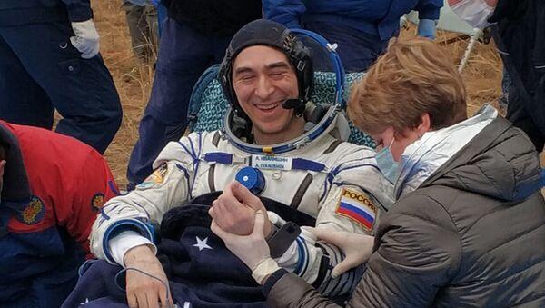 Rosyjski kosmonauta Anatolij Iwaniszyn w Kazachstanie po powrocie z MSK  - Sputnik Polska