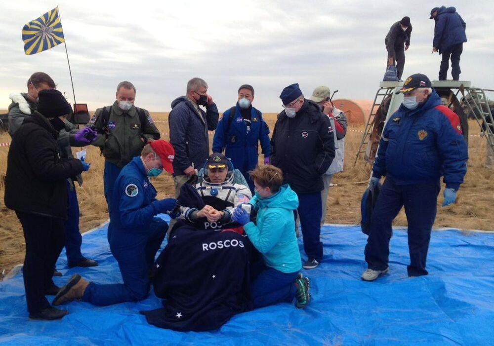Amerykański astronauta Christopher Cassidy w Kazachstanie po powrocie z MSK
