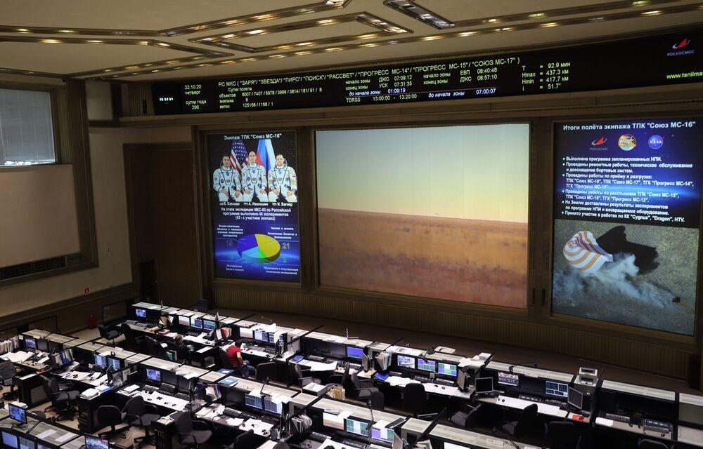 Transmisja na żywo w Centrum kontroli lotu w Korolowie