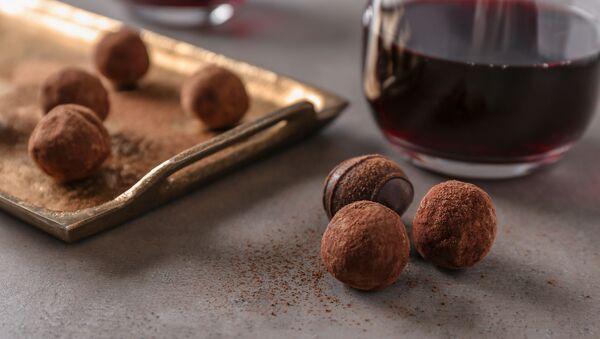 Czerwone wino i czekolada. - Sputnik Polska