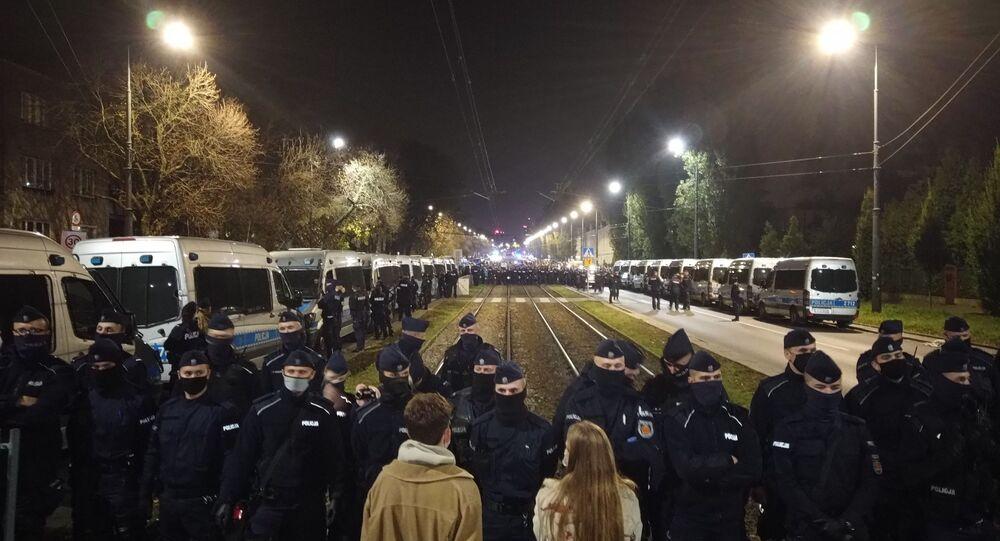 Policjanci bronią domu prezesa Kaczyńskiego