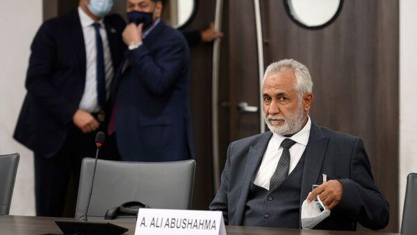 Przedstawiciel libijskiego rządu porozumienia narodowego Ahmad Abu Shahma podczas rozmów w Genewie - Sputnik Polska