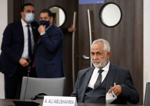 Przedstawiciel libijskiego rządu porozumienia narodowego Ahmad Abu Shahma podczas rozmów w Genewie