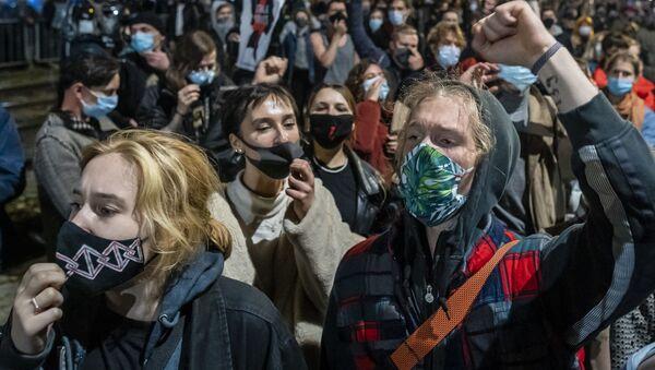 Protesty przeciwko zaostrzeniom przepisów aborcyjnych w Polsce - Sputnik Polska
