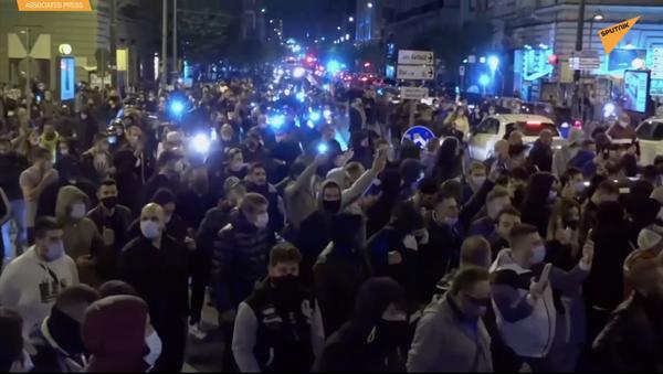 Neapol: protest przeciwko środkom restrykcyjnym i starcia z policją - Sputnik Polska