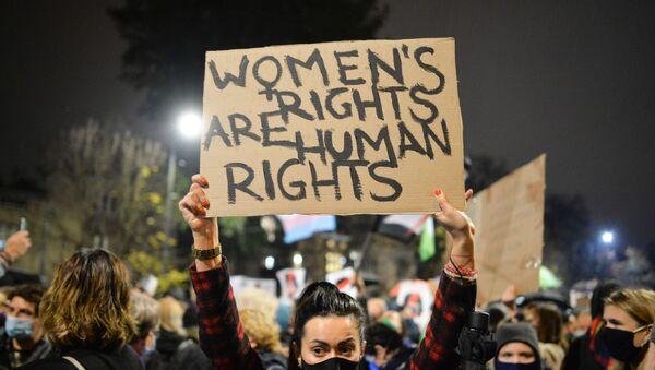 Protesty przeciwko zaostrzeniu przepisów dotyczących aborcji w Polsce - Sputnik Polska