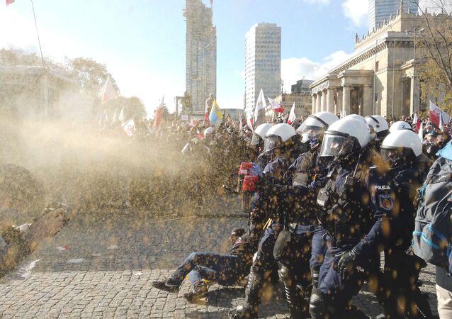 Protest przeciwników obostrzeń antycovidowych w Warszawie