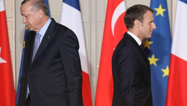 Prezydent Turcji Recep Tayyip Erdogan i prezydent Francji Emmanuel Macron. - Sputnik Polska
