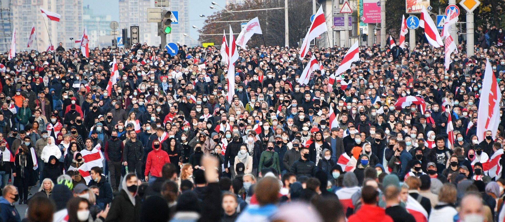 """Uczestnicy wiecu opozycji """"Narodowe Ultimatum"""" w Mińsku - Sputnik Polska, 1920, 11.02.2021"""