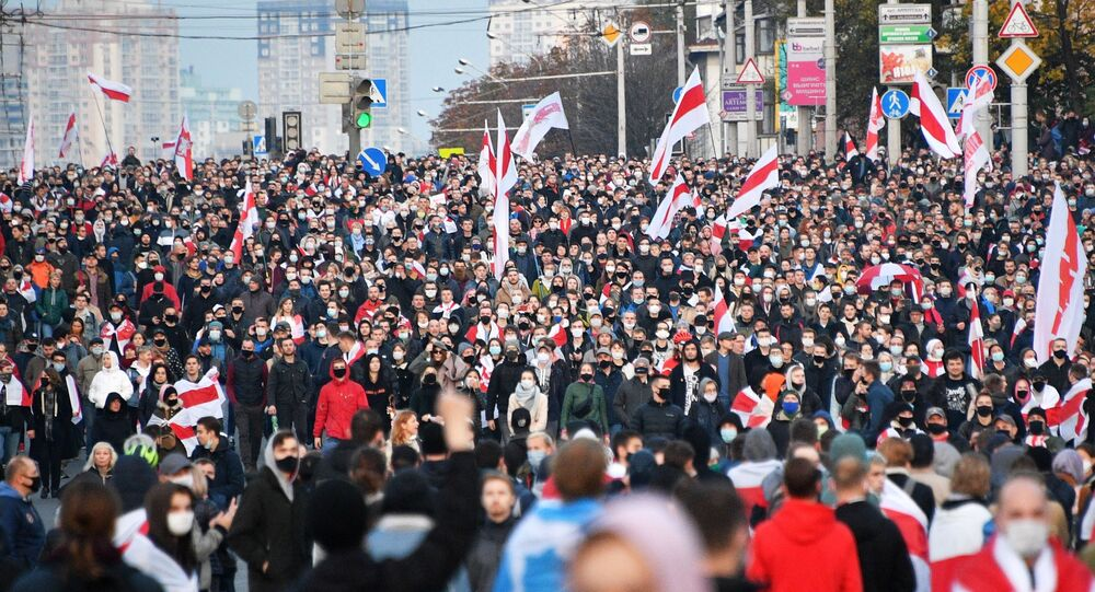 """Uczestnicy wiecu opozycji """"Narodowe Ultimatum"""" w Mińsku"""