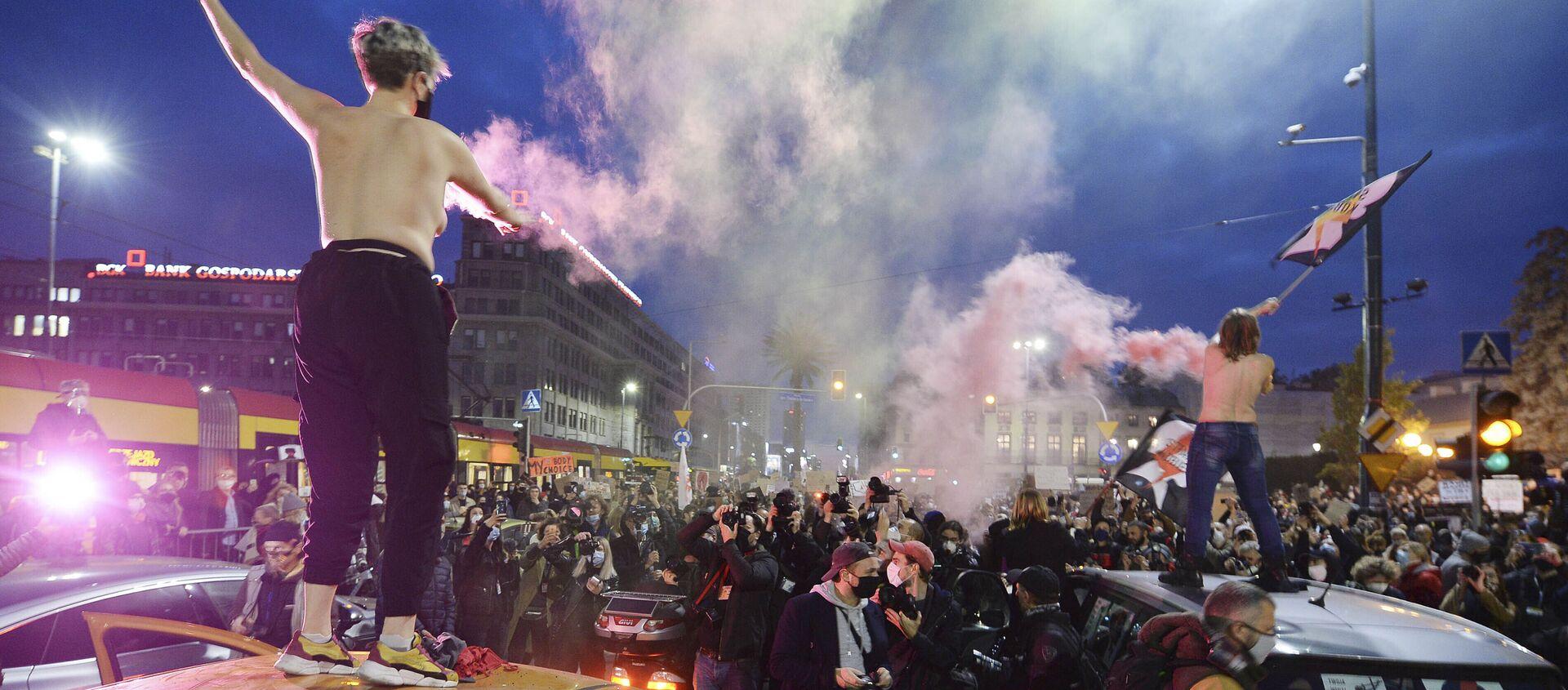 Protesty po wyroku TK ws. aborcji w Warszawie - Sputnik Polska, 1920, 14.04.2021