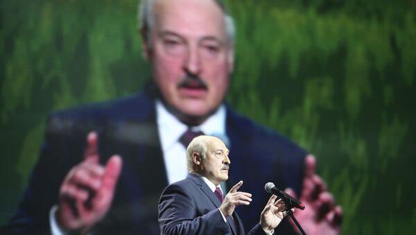 Prezydent Białorusi Alaksandr Łukaszenka przemawia na forum kobiet w Mińsku - Sputnik Polska