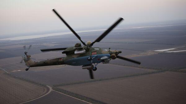 Piloci lotnictwa wojskowego Południowego Okręgu Wojskowego przechodzą szkolenie na śmigłowcu szkolno-bojowym Mi-28UB podczas ćwiczeń Południowego Okręgu Wojskowego - Sputnik Polska