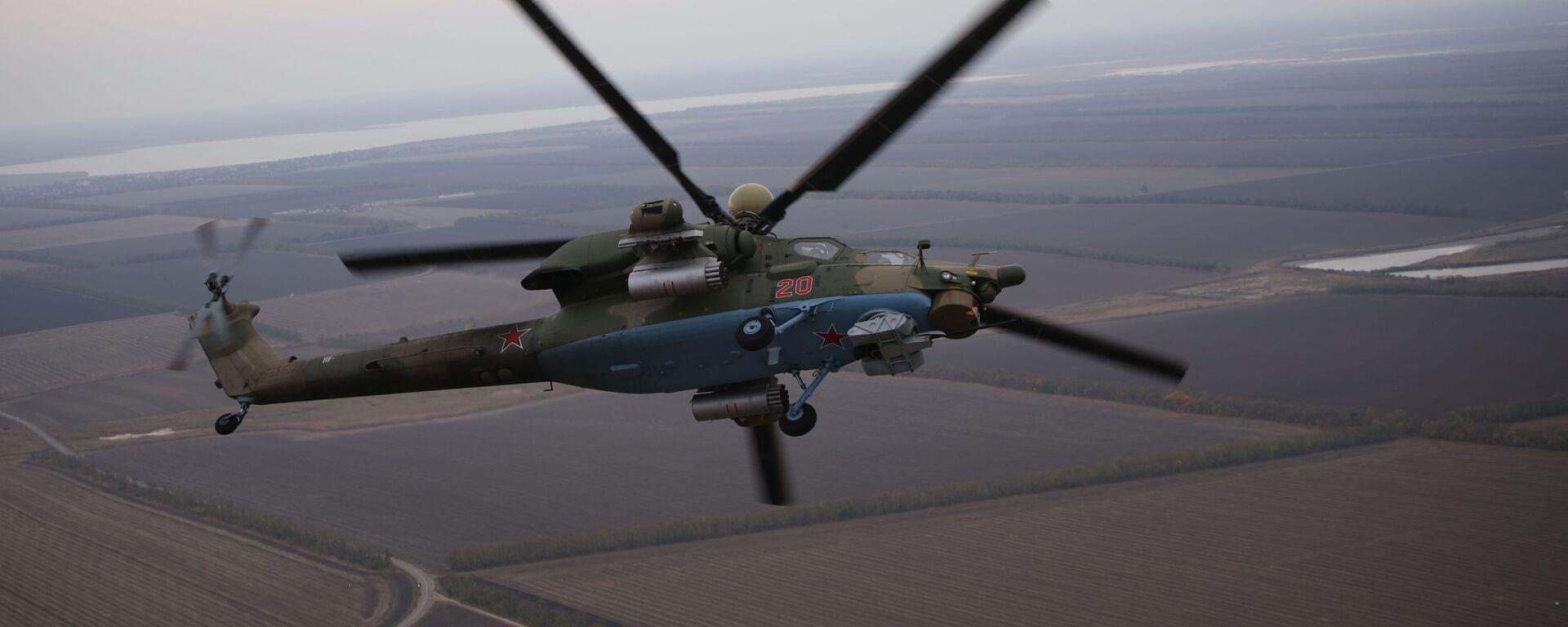 Piloci lotnictwa wojskowego Południowego Okręgu Wojskowego przechodzą szkolenie na śmigłowcu szkolno-bojowym Mi-28UB podczas ćwiczeń Południowego Okręgu Wojskowego - Sputnik Polska, 1920, 24.06.2021